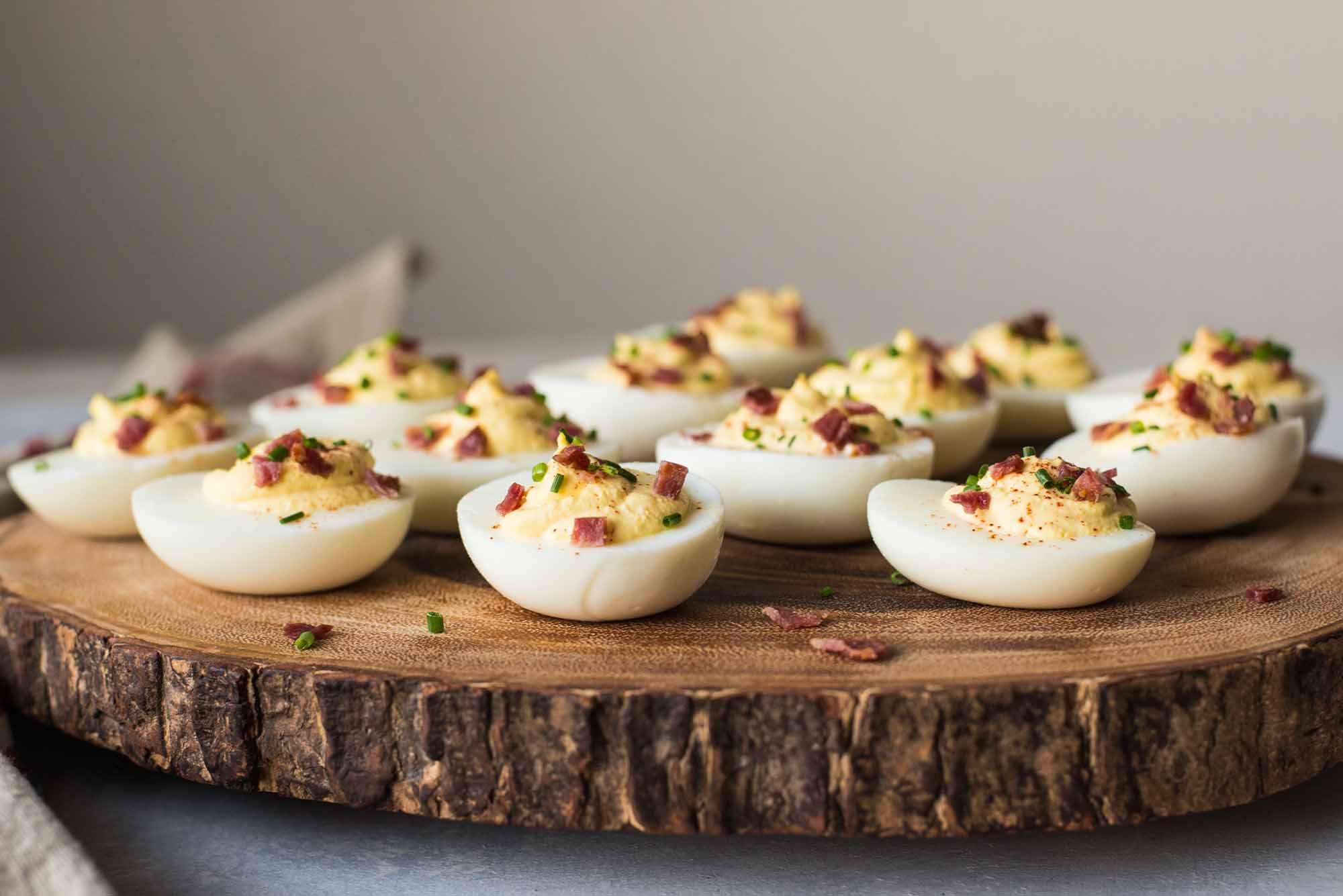 Ekşi Krema ve Pastırmalı Acılı Yumurta